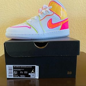 Nike Air Jordan 1 Mid Edge Glow GS (5.5Y)